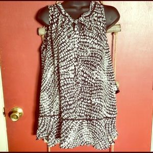 Mossimo blouse black and white Large